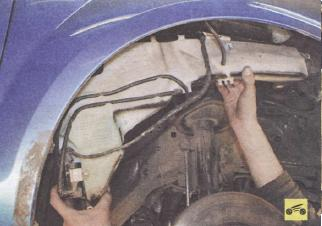 Снять бачок омывателя на форд с макс фото 157-590