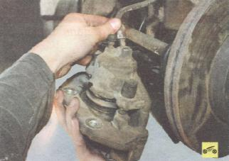 Замена суппорта в сборе с направляющей колодок Ford focus 2 и 2 рестайлинг