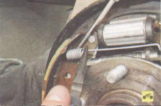 Замена тормозных колодок тормозного механизма заднего колеса Ford focus 2 и 2 рестайлинг