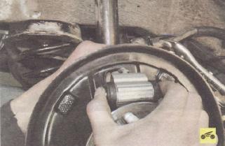 Замена рабочего цилиндра тормозных механизмов задних колес Ford focus 2 и 2 рестайлинг