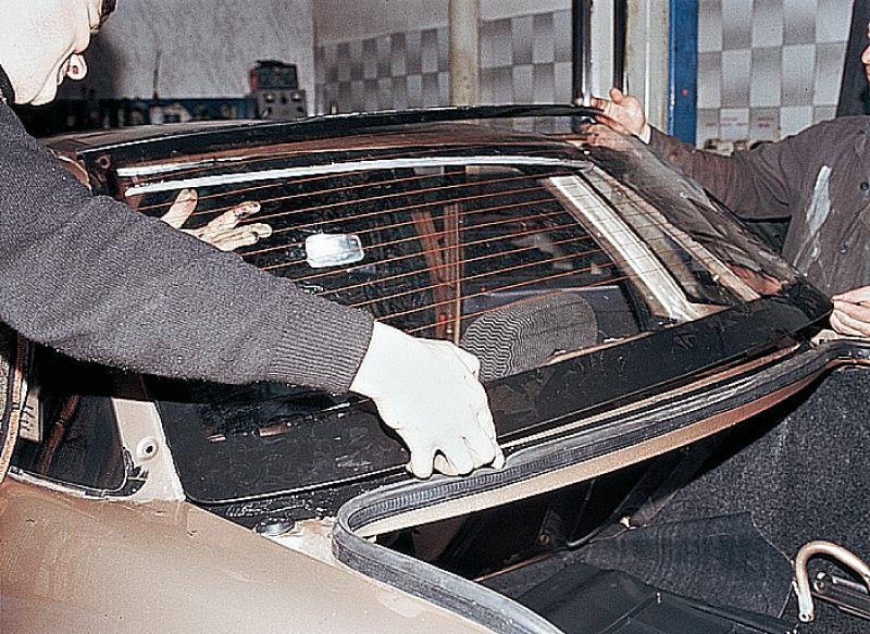 Фото №11 - вклейка лобового стекла ВАЗ 2110
