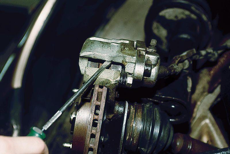 Фото №1 - замена передних тормозных дисков на ВАЗ 2110