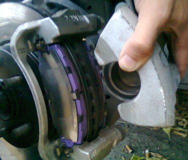 видео инструкция замена тормозных колодок на тойота королла - фото 10